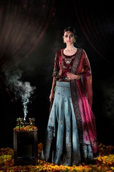 Anju Modi's New Collection is Drop Dead Gorgeous! 2017 Brides, Take Note! Sikh Bride, Desi Bride, Lehenga Designs, Saree Blouse Designs, Indian Dresses, Indian Outfits, Ethenic Wear, Royal Clothing, Indian Designer Wear