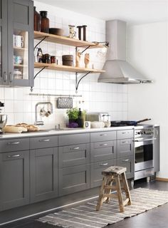 Looking for spectacular and timeless kitchen ideas in grays and whites? Home Depot Kitchen, Kitchen Interior, New Kitchen, Interior Design Living Room, Kitchen Dining, Kitchen Decor, Kitchen Ideas, Two Tone Kitchen Cabinets, Kitchen Cabinet Design