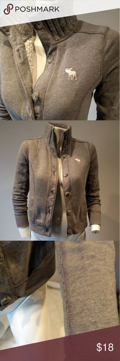 Abercrombie sweatshirt jacket Heather grey lightweight jacket. Button down closures, stand up ribbed collar, partially lined with white faux shearling. Heathered. Slip pockets on both sides. Feels cozy like a sweatshirt, but looks way nicer! Small piling on sleeves. Price reflects. Abercrombie & Fitch Jackets & Coats