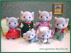 Calico Critters elephant family - i'm also getting this for Christmas!
