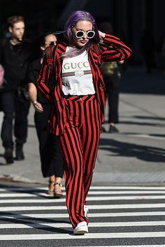Pinterest: KarinaCamerino Unicorn Fashion, Gucci Shirts, Red Suit, Nyc Fashion, Fashion Beauty, Street Style Looks, Streetwear Fashion, Alternative Fashion, Fashion Advice