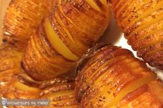 Den perfekte hasselback kartoffel - Mad for Madelskere Grilled Roast, Pork Roast, Slow Cooking, Cooking Ideas, Lard, Fritters, Food Hacks, Side Dishes, Food And Drink