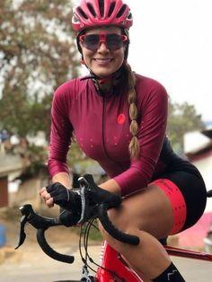 Bicycle Women, Bicycle Girl, Female Cyclist, Cycling Girls, Mountain Biking, Riding Helmets, How To Wear, Fashion, Sport