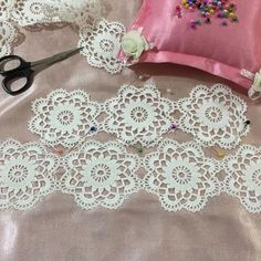 Crochet Doilies, Hue, Diy And Crafts, Instagram, Dish Towels, Painted Plates, Farmhouse Rugs, Towels, Gardens