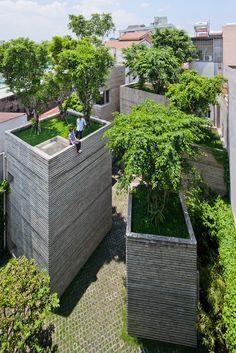 vo trong nghia architects stacks house for trees in vietnam - designboom | architecture / Rozwiązanie dla miast przyszłości? Zobaczymy. / Solution for cities in the future? We'll see.