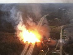 A fireball erupts across Interstate 77 from a gas pipeline explosion in Sissonville, West Virginia. 5 homes went up in flames after a natural gas explosion 13 Dec 2012 West Virginia Turnpike, Virginia Occidental, Gas Pipeline, Oil Industry, Homestead Survival, Survival Prepping, Gas Fires, State Police, Fauna