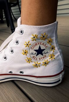 P I N ✰ andreamejicanooffi chaussure is part of Embroidery shoes - Mode Converse, Sneakers Mode, Sneakers Fashion, Diy Converse, Painted Converse, Custom Converse, Converse Shoes, Converse Sneaker, Converse All Star