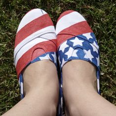 Happy Shoesday, everybody! I know that I have 36 days until the Fourth of July. That hasn't sto...