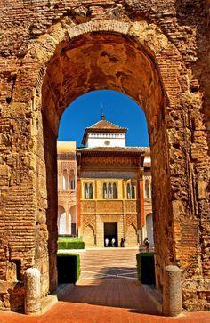 Sevilla Entrada al Patio de la Montaría y fachada del palacio del Rey Don Pedro Reales Alcazares de Sevilla