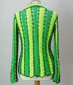 louca por linhas - crochet e patchwork: Mile a minute Crochet Jacket, Crochet Shawl, Crochet Stitches, Crochet Patterns, Sweater Coats, Sweaters, Crochet Art, Crochet Clothes, Jacket Dress