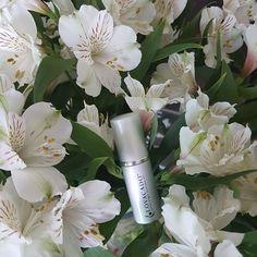 Two things make my day: Fresh Flowers and Lovacado Oil…. www.lovacado.com Radiant Skin, Avocado Oil, Fresh Flowers, Day, How To Make
