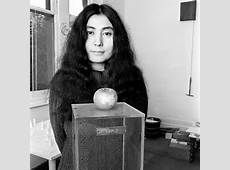 Sus performance mas relevantes de Yoko Ono son: Eye blink (1966, 5 min) Bottoms (1966, 5½ min) Match (1966, 5 min) Cut Piece (1965, 9 min) Wrapping Piece (1967, aprox. 20 min., música por Delia Derbyshire)