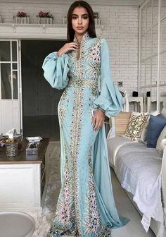 Abaya Style 678002918877764667 - Caftan Source by sebaatyasmina Abaya Fashion, Modest Fashion, Fashion Dresses, Couture Fashion, Lolita Fashion, Beautiful Gowns, Beautiful Outfits, African Fashion, Indian Fashion