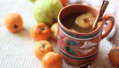 Ponche Decembrino.   Ingredientes:  tejocotes, guayabas, canela, piloncillo, pasas, ciruela pasa, tamarindo, caña de azúcar, manzanas, naranjas (sólo utilizas la cáscara) y listo.  Cómo preparar: Lava y parte la fruta, coloca en una olla hasta que hierva junto con la canela, tamarindo, caña de azúcar y piloncillo. Tienes que mantener este caldito delicioso caliente todo el tiempo y puedes servir con un toque de ron o brandy para que le digas adiós al frio.