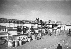 BELCHITE (MADRID),19 DE DICIEMBRE DE 1940.- CON GRAN AFÁN SE VAN TEJANDO LAS BLANCAS CASITAS PARA BRACEROS CONSTRUIDAS POR LA DIRECCIÓN GENERAL DE REGIONES DEVASTADAS.- (FOTO DE ARCHIVO)Europhoto