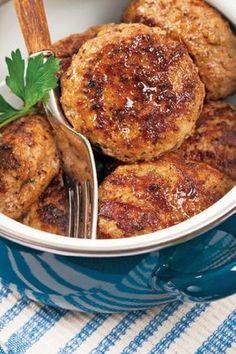 Υλικά (Για 6-8 άτομα) 1 κιλό κιμά βοδινό ή χοιρινό ή και ανάμικτο, (περασμένο 2 φορές από τη μηχανή του κιμά), 1 κουταλιά ελαιόλαδο, 1 φλ. κρεμμύδι ψιλοκομμένο, 1 φλιτζανάκι ... Read More