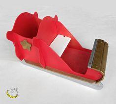 Questa slitta è interamente costruita a mano con legni riciclati; da riempire di dolci e caramelle per le feste di natale.  Dipinta a mano. In vendita qui: http://it.dawanda.com/product/88890607-slitta-di-babbo-natale-in-legno-riciclato Slitta Babbo Natale legno feste Malice craftland ecofriendly riciclo creativo riuso artigianato italiano diy fatto a mano seguimi su fb: https://www.facebook.com/MaliceCrafts