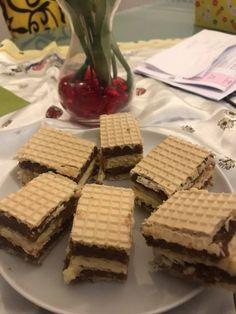 A gyors és egyszerű sütiket nagyon szeretjük, főleg ha ilyen ínycsiklandóak. Mikor nincs kedved a bonyolult krémes édességekhez, de valami káprázatos sütivel lepnéd meg a családot, próbáld ki ezt a receptet. Hozzávalók 50 dkg darált keksz 1 csomag mazsola 10 … Egy kattintás ide a folytatáshoz.... → Cream Cheese Flan, Condensed Milk Cake, Waffle Cake, Eat Pray Love, Christmas Baking, Cheddar Cheese, Nutella, Sweet Recipes, Food And Drink