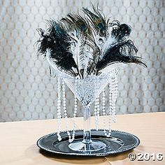 Roaring / The Great Gatsby Centerpiece Idee Great Gatsby Theme, Gatsby Themed Party, Great Gatsby Wedding, 1920s Wedding, Party Wedding, Wedding Ideas, Wedding Themes, Roaring 20s Birthday Party, Flapper Wedding