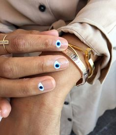Top Design for Evil Eye Nails 2018 Top Design für Evil Eye Nails 2018 How To Do Nails, Fun Nails, Pretty Nails, How To Nail Art, Minimalist Nails, Yeux Halloween, Halloween Eyes, Evil Eye Nails, Half Moon Manicure