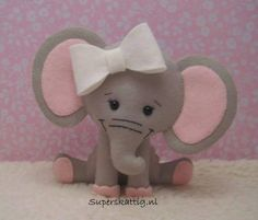 Sitting Elephant w/Over-Sized Bow Baby Crafts, Cute Crafts, Felt Crafts, Elephant Crafts, Felt Quiet Books, Elephant Pattern, Felt Fabric, Felt Diy, Felt Dolls