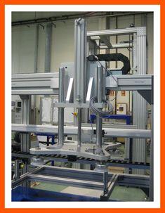 Mesa de trabajo en línea de producción MiniTec para empresa de suelos cerámicos. La mesa de trabajo está fabricada en perfil de aluminio MiniTec donde hay útiles y cilindros, para el pegado de losetas.  Al inicio y final de la instalación se han colocado 2 ascensores/descensores para depositar las piezas a manipular.  También está provista de un pórtico lineal, donde se acoplará un sistema de ventosas por vacío para el transporte de la pieza a la zona de cogida al puesto y a la zona de…