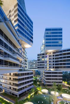 The Interlace Architects: OMA / Buro Ole Scheeren Client: CapitaLand Residential Singapore Location: Singapore Project Year: . Singapore Architecture, World Architecture Festival, Beautiful Architecture, Architecture Details, Interior Architecture, Piscina Do Hotel, Built Environment, Luxury Apartments, Apartment Design