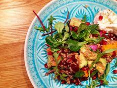 Quinoa-Salat mit Avocado & Granatapfel