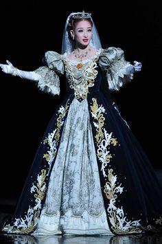 宝塚歌劇花組『エリザベート-愛と死の輪舞(ロンド)-』 撮影:三上富之