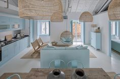 White, blue and light wood - that's the whole formula for the interior design of this holiday house in Portugal. Designer Ligia Casanova did not make the ✌Pufikhomes - source of home inspiration Beach House Furniture, Beach House Decor, Home Decor, Beach Apartment Decor, Greek Decor, Beach Interior Design, Interior Design Images, Interior Paint, Espace Design