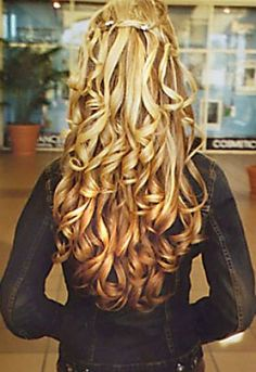 http://free.bridal-shower-themes.com/img/h/a/half-up-half-down-curly-wedding-hairstyles_3.jpg