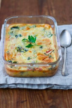 A very creamy savory clafoutis with Swiss chard and parmesan, for a complete meal Batch Cooking, Healthy Cooking, Healthy Food, Veggie Recipes, Healthy Recipes, Salty Foods, Love Food, Food And Drink, Yummy Food