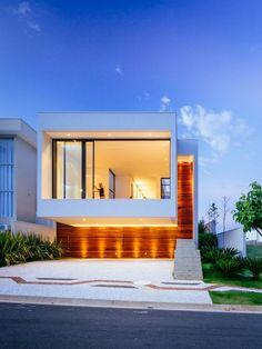 fachadas de casas iluminadas - Buscar con Google