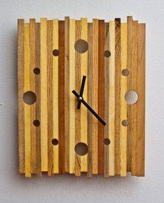 Wooden Pallet Reclaimed Pallet Wood Strip Clock by Mark Dabelstein - Clock Art, Diy Clock, Wooden Pallet Crafts, Diy Wood, Wood Pallets, Pallet Wood, Diy Pallet, Pallet Clock, Home Decor Catalogs