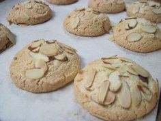 Perfectly baked, golden brown all over, almond macaroons Almond Flower Cookies, Almond Meal Cookies, Yummy Cookies, Seed Cookies, Macaroon Recipes, Sweets Recipes, Gluten Free Desserts, Cookie Recipes, Greek Sweets