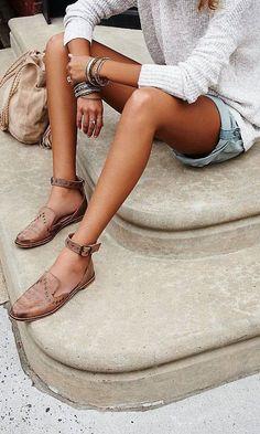 Shoes: flats leather flats tan denim shorts grey nude bag suede bag boho bag stacked bracelets Source by Look Fashion, Fashion Shoes, Womens Fashion, Fashion Teens, Fashion Spring, Fashion Clothes, Fashion Fashion, Trendy Fashion, Fashion Accessories
