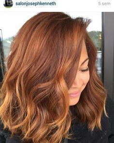Simplesmente apaixonada por esta tendência/cor de cabelo!  Me aguardem no próximo outono! (ou antes se criar coragem) Quem também curte? ☕ #pumpkinspicehair #fall #repost #regram #tendência #ruiva #queroficarruiva #cordecabelo #haircolor #trend #helfie