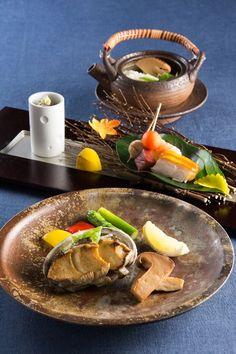 リーガロイヤルホテル東京で秋の味覚松茸に舌鼓 Japanese Dishes, Japanese Food, Japanese Pottery, Sashimi, Food Presentation, Steak, Rolls, Mexican, Beef