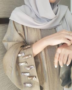 Details khaki www. Abaya Fashion, Muslim Fashion, Modest Fashion, Hijab Evening Dress, Hijab Dress, Hijab Outfit, Abaya Designs, Kurta Designs Women, Niqab