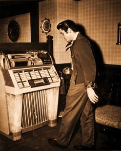 "Elvis and the ""now-famous"" jukebox"
