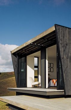 Fairytale vintage lodge in the woods, to modern container home high on a hilltop. Container Buildings, Container Architecture, Amazing Architecture, Architecture Design, Tiny Container House, Shipping Container Design, Shipping Containers, Green House Design, Design Exterior