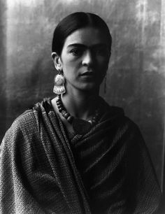Frida Kahlo first met Diego Rivera when she was an art student hoping to get advice on her career from the famous Mexican muralist. Diego Rivera, Ellen Von Unwerth, Raquel Duarte, Imogen Cunningham, Frida And Diego, Frida Art, Annie Leibovitz, Mexican Artists, Famous Artists