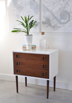 Vintage mid century modern chest of drawers gets a modern makeover with paint and stain and a lot of elbow grease. See the full before and after. #recycledfurniture