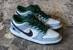 Nike SB Dunk Low Gorge Green Dove Grey Nike SB and the iconic Dunk will have another pair coming soon. Casual Sneakers, Sneakers Nike, Pictures Of Shoes, Grey Nikes, Dove Grey, Nike Sb Dunks, Nike Air Force, Dunk Low, Mens Fashion