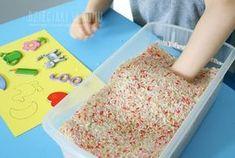 Skarb w ryżu – zabawa sensoryczna dla dzieci