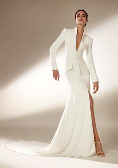 The Atelier Pronovias 2021 Collection is the definition of haute couture. These gowns are stop-and-stare level, that's for sure! Pronovias Wedding Dress, Couture Wedding Gowns, Luxury Wedding Dress, Dream Wedding Dresses, Bridal Dresses, Prom Dresses, Dress Prom, Formal Dresses, Haute Couture Dresses
