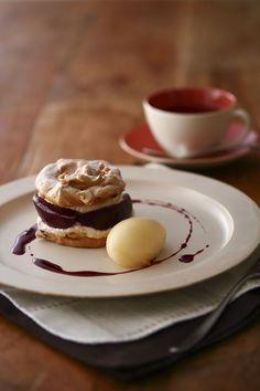 【キハチ カフェ】「山形県産ラ・フランスを使ったヘーゼルナッツメレンゲケーキ」発売