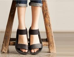 Black Handmade Sandals /First Layer True Oxfords/Relaxation Flat Bottom > Material: The first layer cowhide And rubber soles > With high:4.5 cm ,With type:Flat with >Weight : 0.4 kg > Size:US 5-7.5 >C