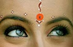 Indian Culture and Traditions 0001 Diy Beauty, Beauty Women, Beauty Art, Indian Culture And Tradition, Indian Eyes, Henna Plant, Bindi, War Paint, Red Dots