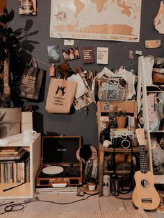 Retro Room, Vintage Room, Vintage Music, Room Ideas Bedroom, Diy Bedroom Decor, Rock Bedroom, Messy Bedroom, Sala Grunge, Cosy Room